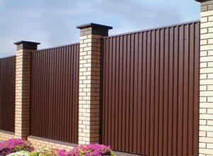 Забор для дачи из профлиста или профнастила