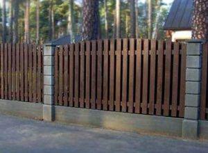Забор для дачи с бетонными столбами