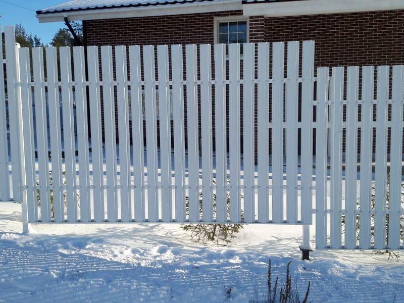 Забор из Металлического штакетника в Санкт-Петербурге