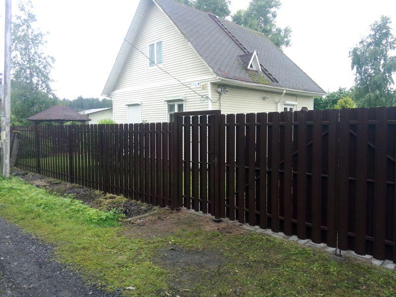 Забор для дачи из евроштакетника заказать